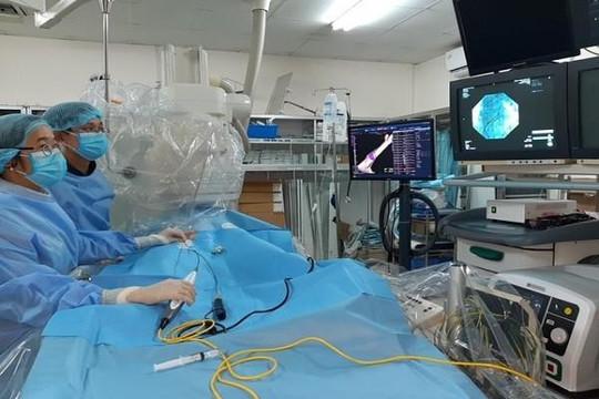 Bé gái người M'Nông có nhịp tim đến hơn 200 lần/phút