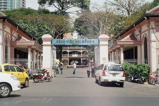 Bị xe đụng trong bệnh viện Nhi Đồng 2, một bé trai nguy kịch