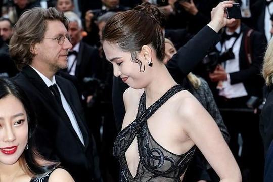 Báo Anh đưa tin Ngọc Trinh có thể bị phạt vì ăn mặc hở hang tại LHP Cannes