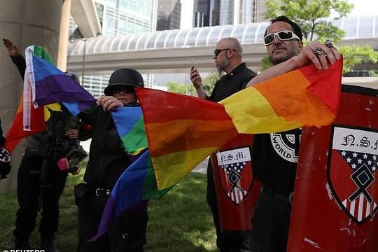 Hỗn loạn tại diễu hành tự hào LGBT ở thành phố Detroit và thủ đô Washington DC
