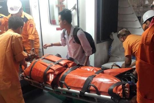 Cứu ngư dân Quảng Trị bị tai nạn trên biển