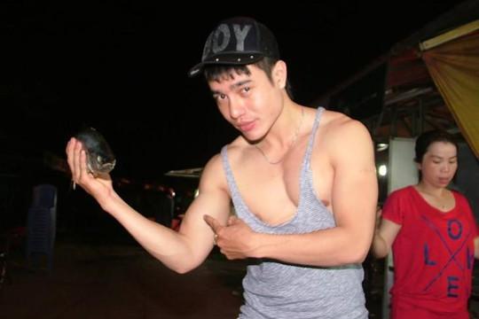 Nghi vấn Lê Dương Bảo Lâm 'dàn dựng' chuyện bị đánh khi phát cơm từ thiện?