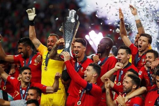 Bồ Đào Nha đăng quang ngôi vương châu Âu
