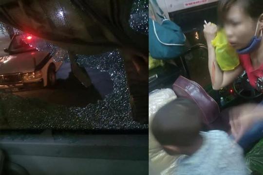 Xe khách bị ném gạch đá như mưa khi qua Thanh Hóa, mẹ đổ máu vì che cho con