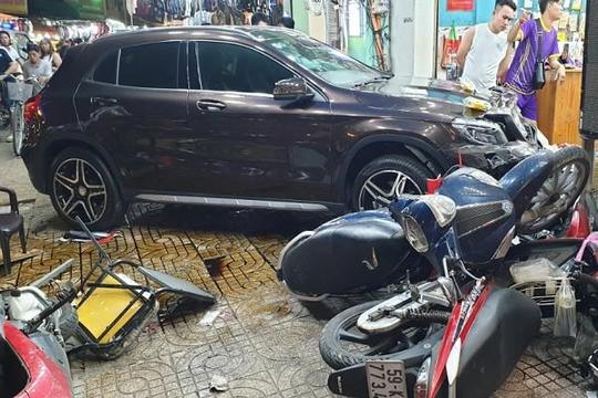Vụ 'ô tô điên' tông hàng loạt xe máy: Còn 1 bệnh nhân nguy kịch