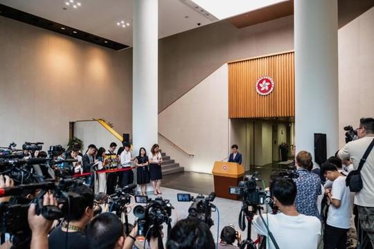 Ghế Đặc khu trưởng của bà  Lâm Trịnh Nguyệt Nga có bị lung lay?