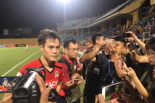 Văn Toàn khiến Quang Hải và nhiều đồng đội ở tuyển Việt Nam mất điểm phút cuối