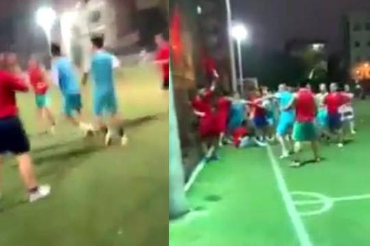 Clip đội bóng xăm trổ ở Hà Nội đánh hội đồng đối phương sau khi thua trận