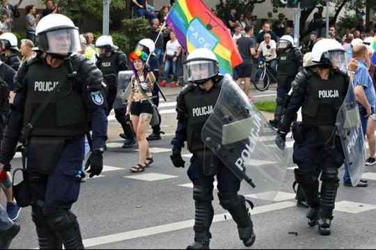Ba Lan: Bạo lực tại lễ diễu hành cộng đồng LGBT, 20 người bị bắt