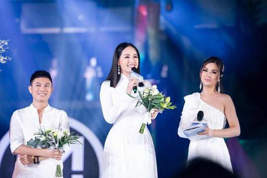 Mai Phương Thúy lúng túng làm vedette sau 4 năm rời showbiz