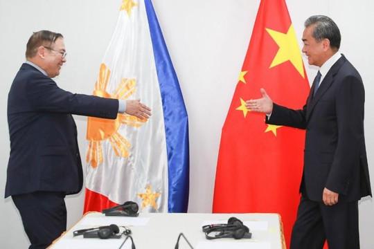 Cả Mỹ vàTrung Quốc đều lôi kéo các nước ASEAN về phía mình