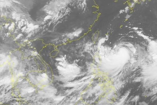 Áp thấp nhiệt đới trên Biển Đông gây mưa rào và giông