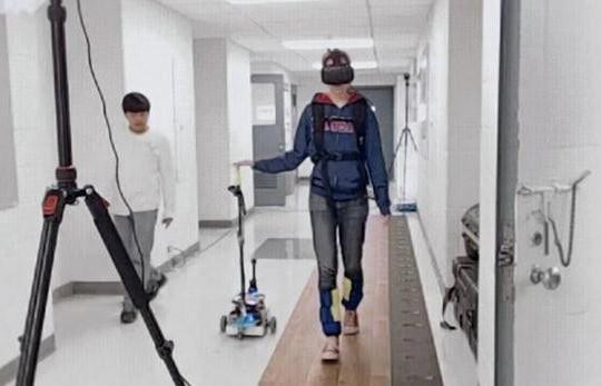 Mỹ phát triển gậy robot giúp người khuyết tật di chuyển