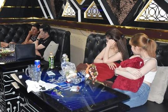 Bến Tre: 26 nam nữ thác loạn trong phòng karaoke lúc rạng sáng