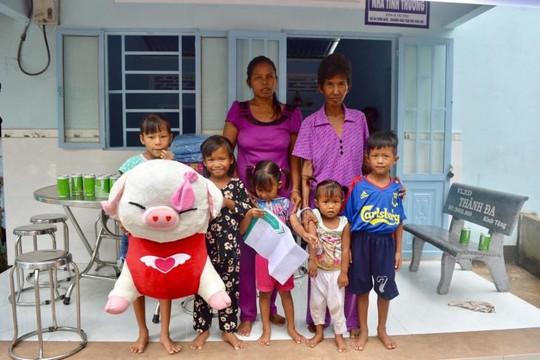 Nhà mới cho người mẹ nghèo chỉ còn một mắt nuôi 5 con và mẹ già
