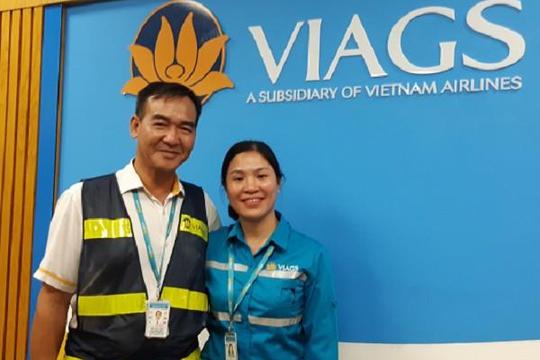 Một nhân viên hàng không trả lại khách tài sản gần 1 tỉ đồng bỏ quên