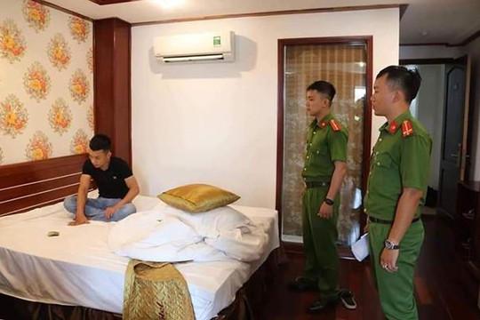 Bắt nhóm nam nữ có súng, đưa ma túy vào khách sạn sử dụng
