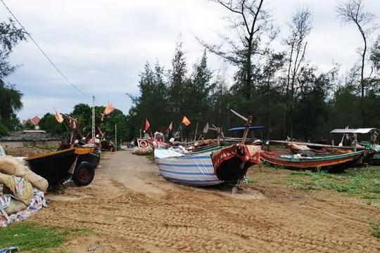 Nhiều tàu cá gặp nạn trên đường tránh bão số 4