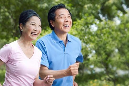 Muốn sống hạnh phúc ở tuổi trung niên, hãy buông bỏ những điều này