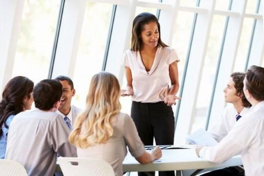 Điều nữ nhân viên cần làm để gây ấn tượng với cấp trên