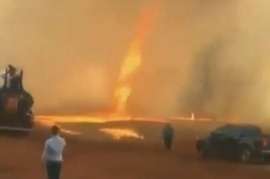 Clip vòi rồng lửa siêu hiếm xuất hiện ở Brazil