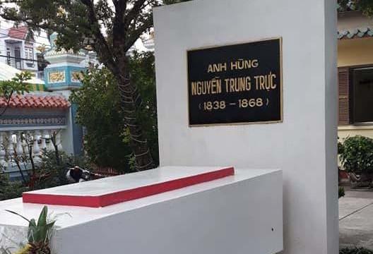 Viếng đền Anh hùng Nguyễn Trung Trực, nghĩ về hai con số trên bia mộ danh nhân