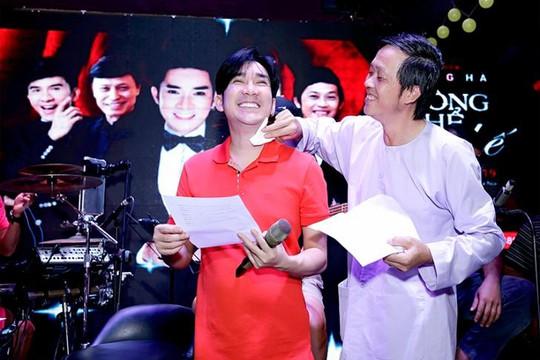 Quang Hà sung sướng khi được Hoài Linh chăm sóc, lau mồ hôi giúp trong buổi tập nhạc