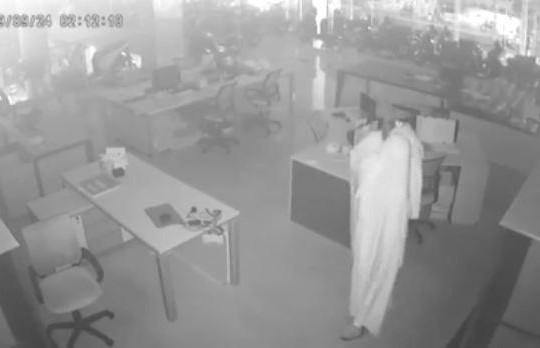 Trộm đột nhập cửa hàng lấy hàng trăm triệu đồng bằng chiêu khó ngờ