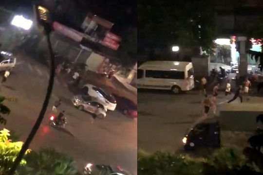 Clip hơn 10 kẻ giang hồ cầm dao phóng lợn rượt 7 thanh niên dùng mã tấu ở Hà Nội