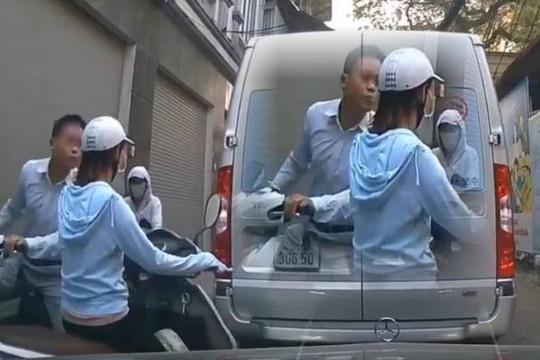 Clip người đàn ông đi SH không đội mũ bảo hiểm phun nước bọt vào cô gái lấn làn