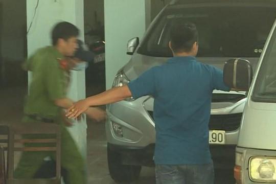 Khám xét nơi làm việc của thẩm phán Nguyễn Hải Nam và giảng viên Lâm Hoàng Tùng