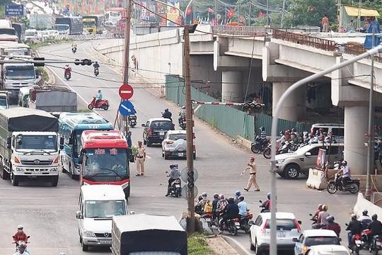Công trình cầu vượt Dầu Giây dang dở gây mất an toàn giao thông