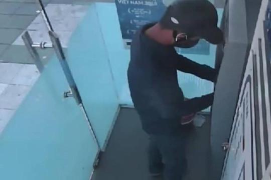 Phát hiện thiết bị đánh cắp thông tin khách hàng tại cây ATM ở Hà Tĩnh