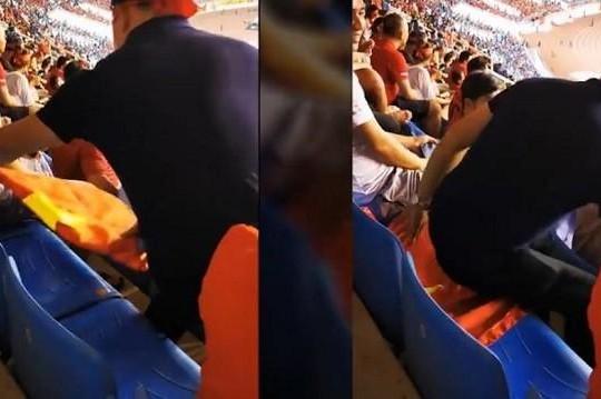 Cổ động viên trải Quốc kỳ lót chỗ ngồi có thể bị xử lý thế nào?