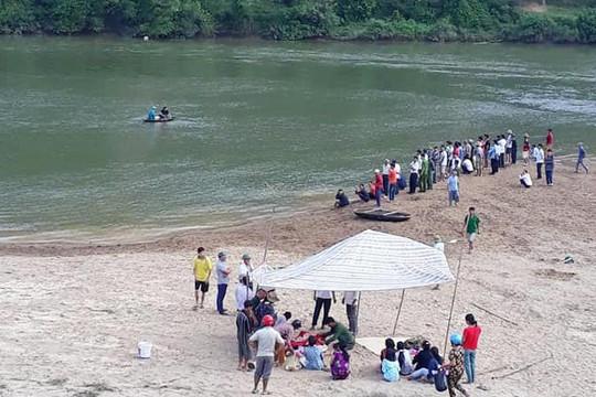 Hà Tĩnh: 3 học sinh chết đuối khi tắm sông