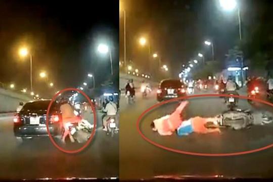 Clip ô tô tông 2 vợ chồng và con nhỏ té xe máy giữa đường Hà Nội rồi bỏ chạy