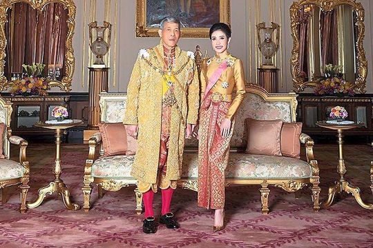 Âm mưu lật đổ Hoàng hậu, Hoàng quý phi Thái Lan bị tước mọi chức vị