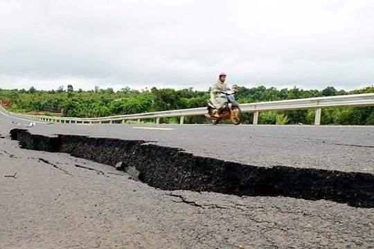 Chưa có phương án khắc phục đường 250 tỉ mới làm đã nứt toác ở Gia Lai