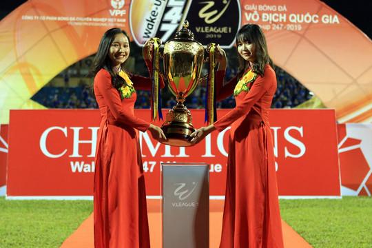 Chùm ảnh Hà Nội FC tưng bừng nhận cúp Vô địch V.League 2019