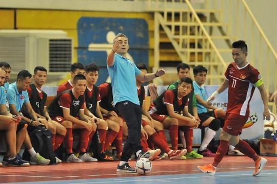 HLV Rodrigo nói gì khi Việt Nam mất tập trung chỉ 20 giây bị trừng phạt bởi 2 bàn thua?