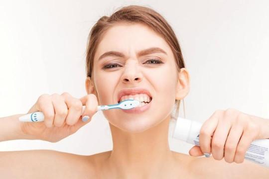 Sai lầm khi chăm sóc răng miệng, phái đẹp cần tránh