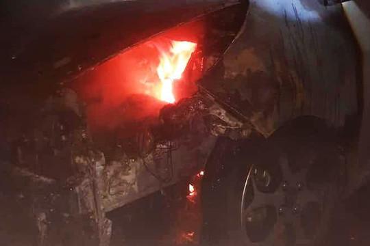 Cháy xe trong hầm chung cư ở TP.Vinh, người dân nháo nhào chạy thoát thân