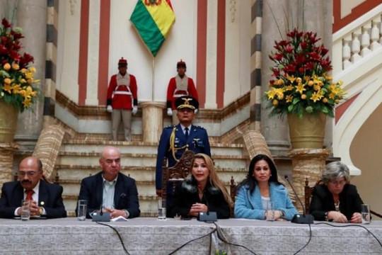 Bolivia trục xuất các công dân Cuba và nhà ngoại giao Venezuela