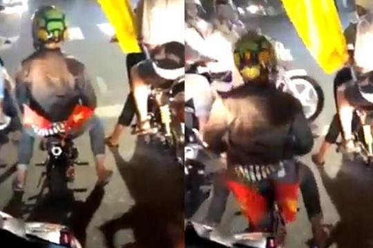 Lái mô tô siêu nhỏ đi bão dù Việt Nam hòa Thái Lan, quái xế bị CSGT truy đuổi