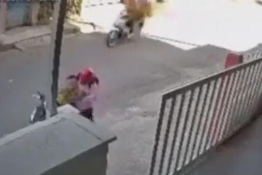 Quên rút chìa khóa, người phụ nữ bị cướp mất xe máy trong tích tắc