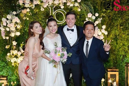 Dàn sao Việt tấp nập đến tiệc cưới Á hậu Hoàng Oanh