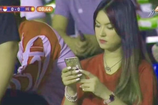 Sao phim JAV Maria Ozawa xuất hiện trong trận chung kết U.22 Việt Nam – U.22 Indonesia