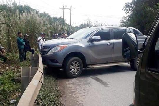 Truy bắt 2 kẻ vứt ô tô và hơn 200kg ma tuý đá chạy trốn vào rừng