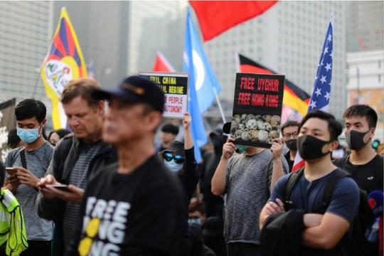 Cảnh sát xịt hơi cay giải tán người Hồng Kông biểu tình ủng hộ người Duy Ngô Nhĩ