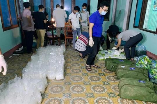 Truy bắt 2 kẻ trốn vào rừng, bỏ lại gần 250kg ma túy đá